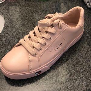 Tommy Hilfiger Women's Sneaker